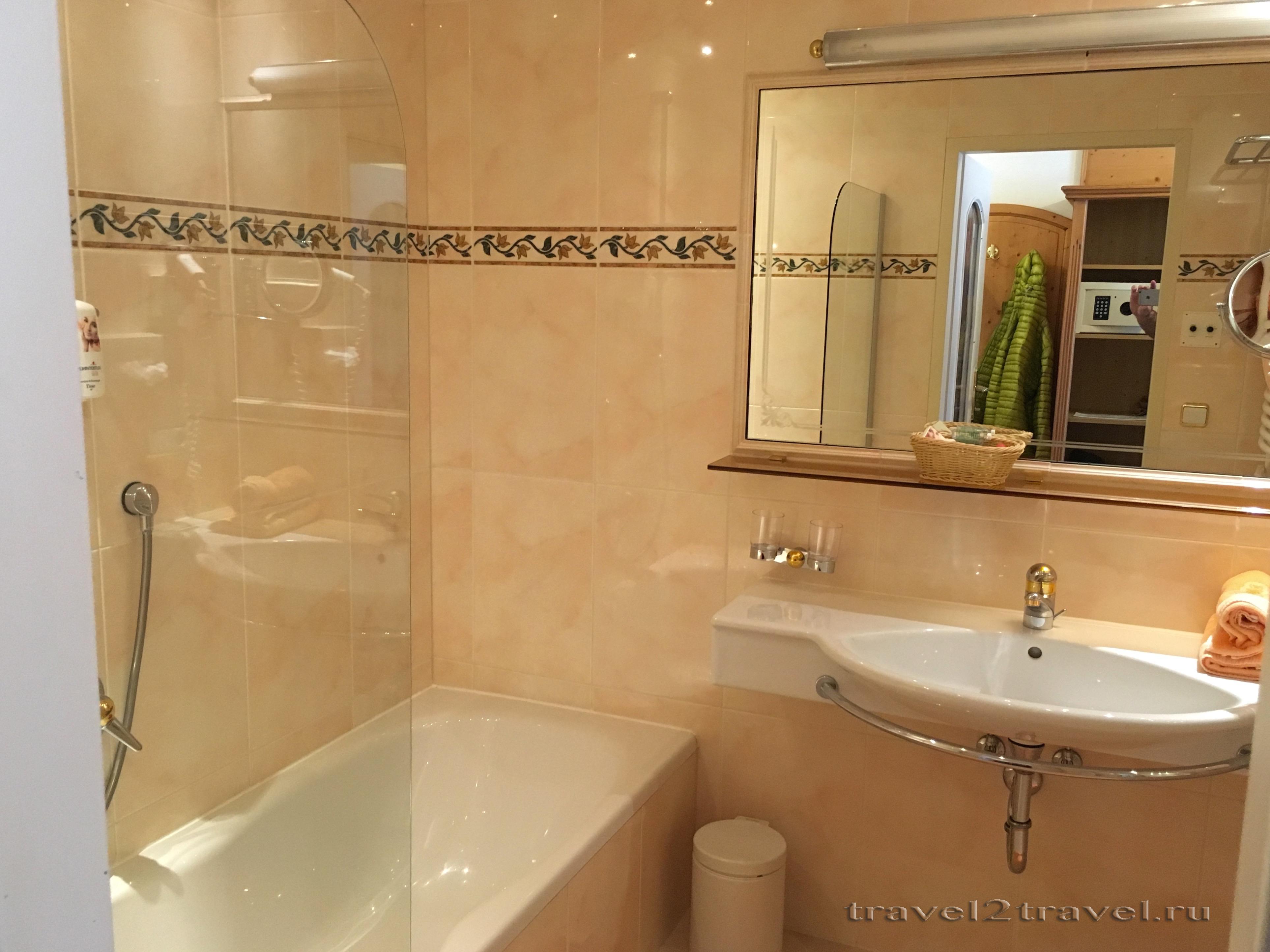 Ванная комната в номере 221 в отеле Gletscher & Spa Neuhintertux