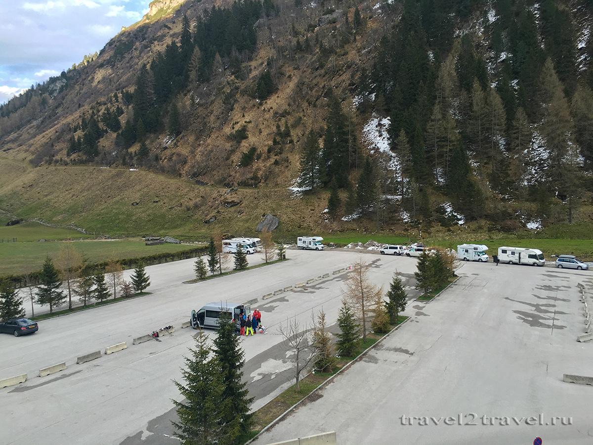 Парковка курорта Хинтертукс рядом с отелем Gletscher & Spa Neuhintertux