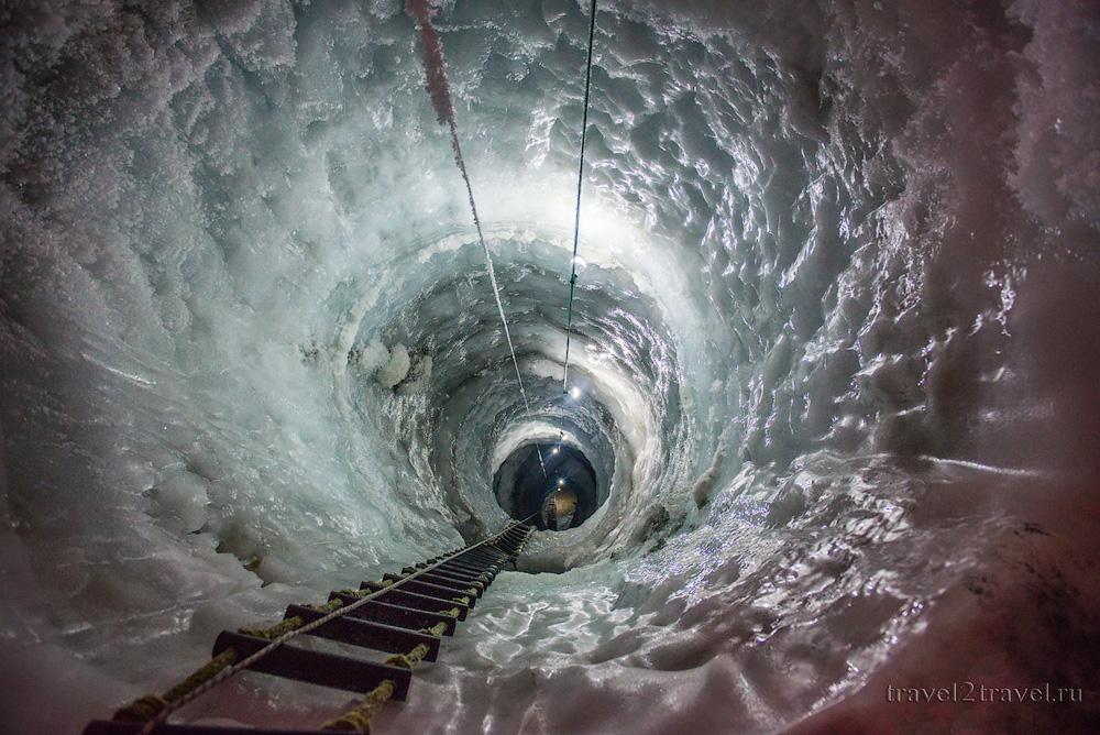 Ледяная шахта в Ледяном дворце ледника Хинтертукс.