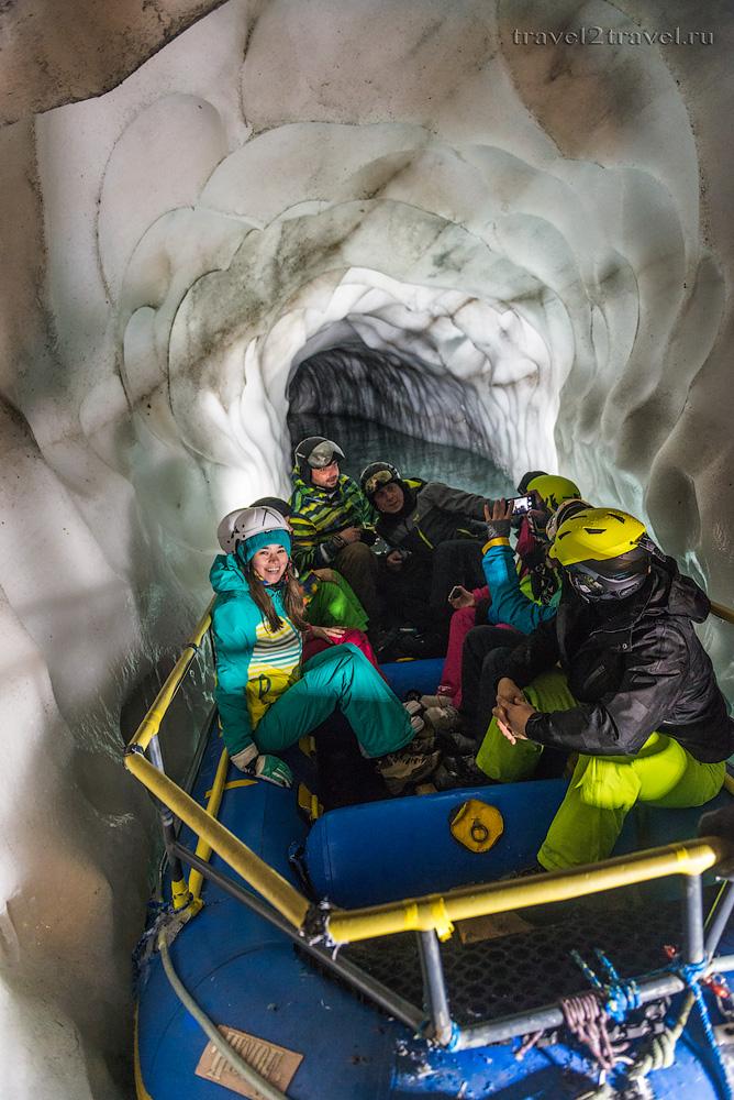 Подземное озеро в Ледяном дворце ледника Хинтертукс. Natural Ice Palace.