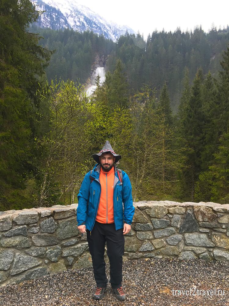 на фоне криммльского водопада