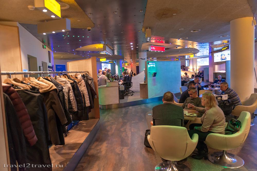 Гардероб в бизнес-зале Блюз (Blues) в терминале D Шереметьево