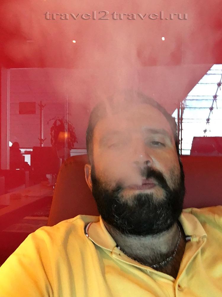 курительная комната (курилка) Marhaba Lounge Priority Pass, smoking lounge