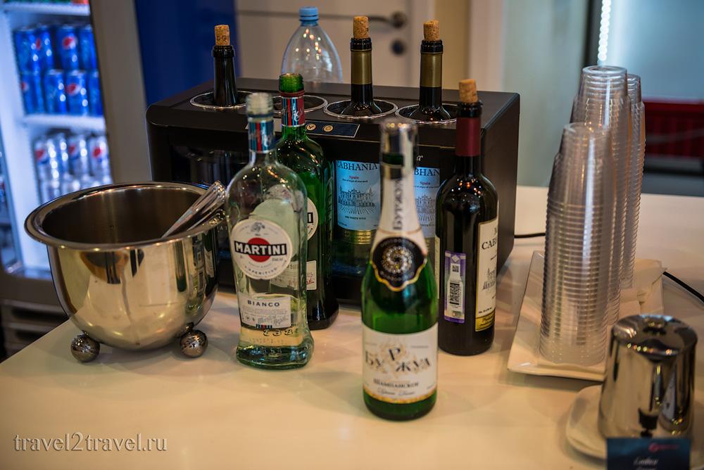 алкогольные напитки в бизнес-лаунже Галактика (Galaxy Lounge), вино