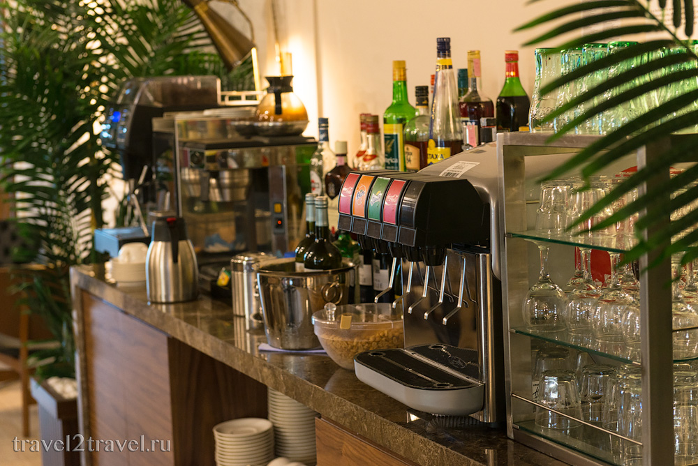Напитки в бизнес-зале Primeclass Lounge в аэропорту Загреба
