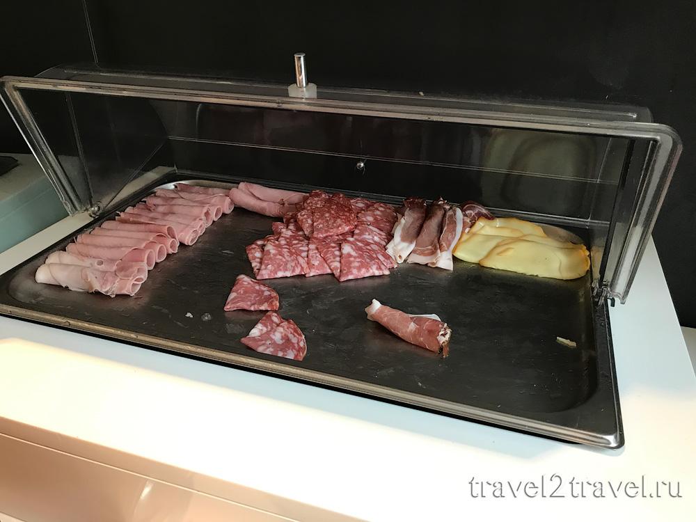 питание в бизнес-зале в Неаполе Priority Pass
