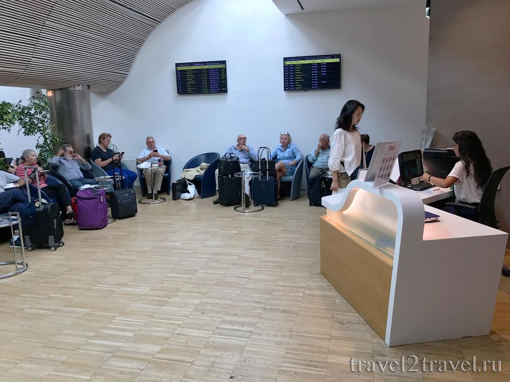 Вход в бизнес-зал в Неаполе VIP Caruso аэропорт Cappocidino Priority Pass