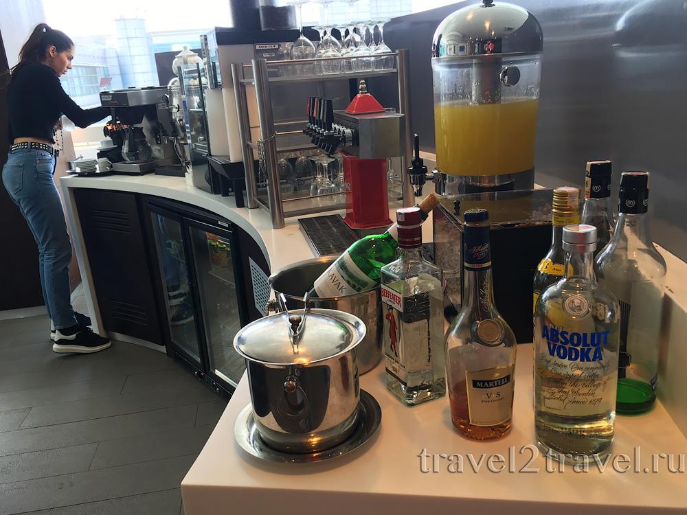 алкогольные напитки SkyTeam Lounge в Стамбуле
