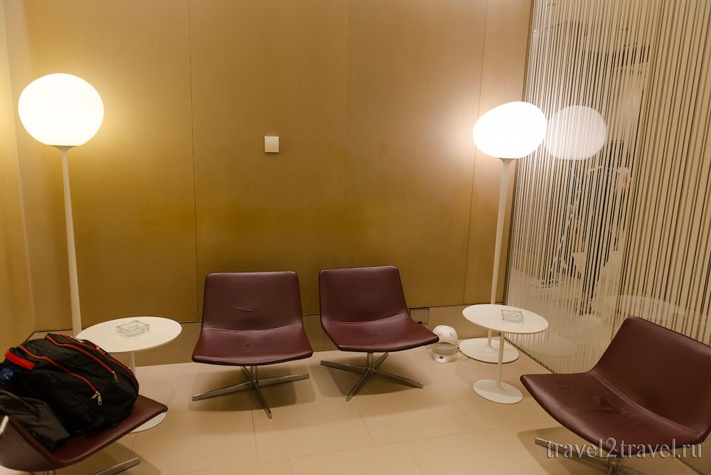 Курительная компанта (курилка) в бизнес-зал в Дохе Al Maha Transit Lounge, Катар