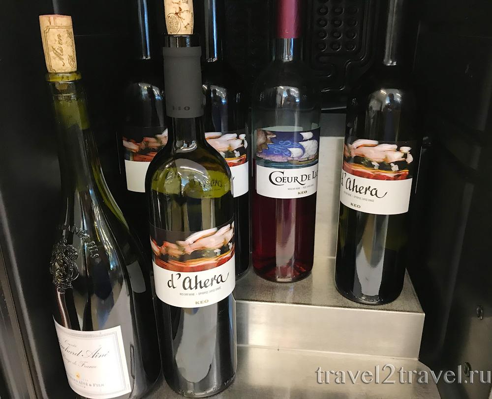 алкоголь, вино в бизнес-зале в Ларнаке (Larnaca) Aspire Lounge, Кипр, лаунж, vip-зал, аэропорт