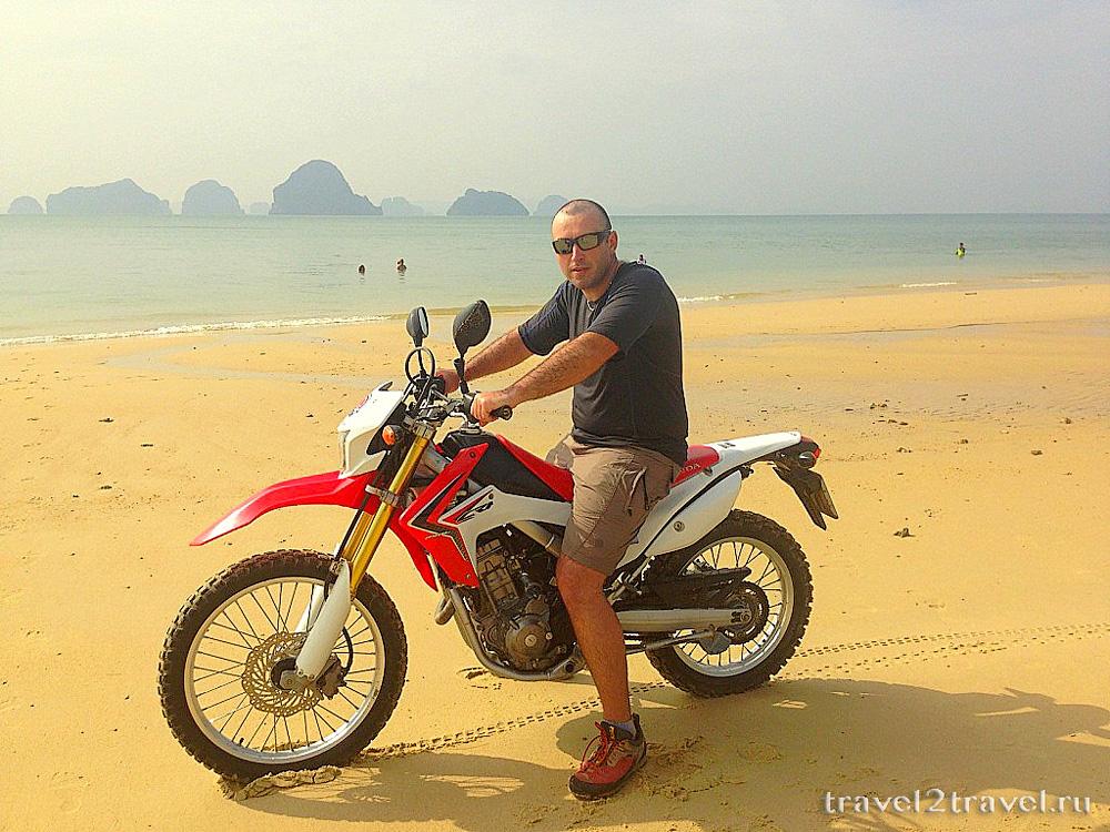 на пляже Краби, в любимом Тае