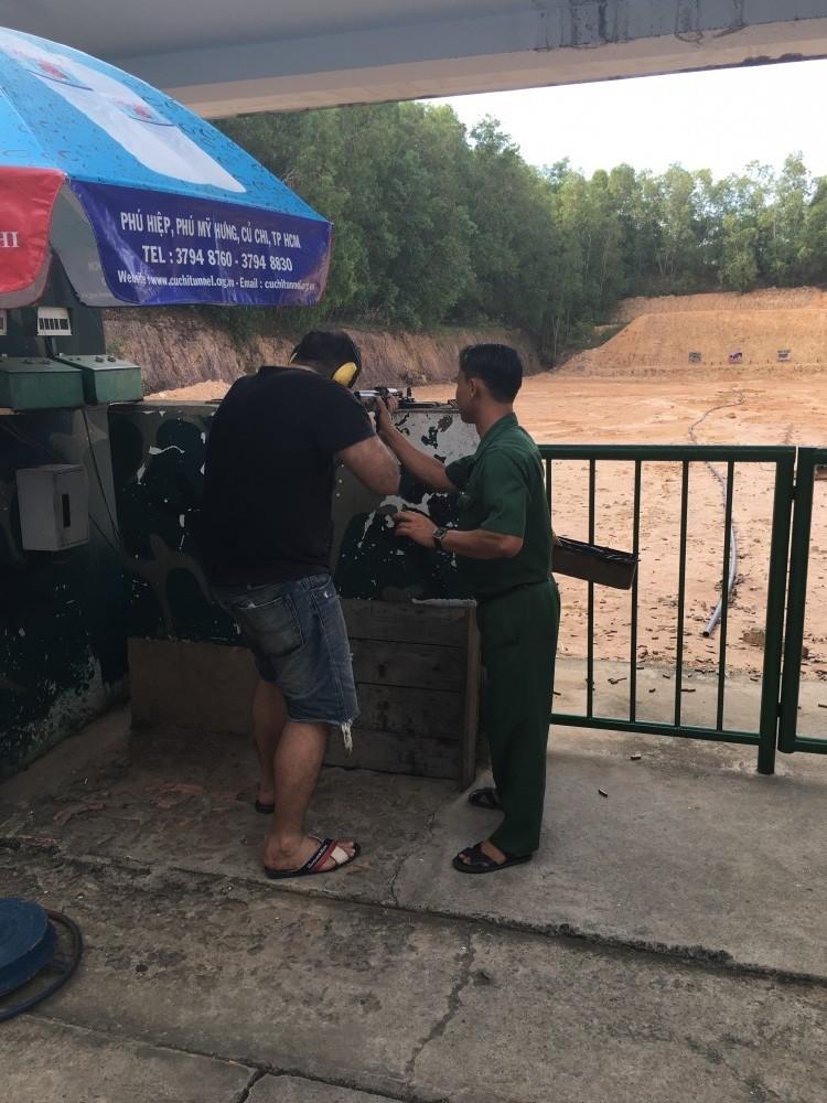 Стрельба из автоматического оружия в тире тоннели Кути (Cu Chi Tunnels)