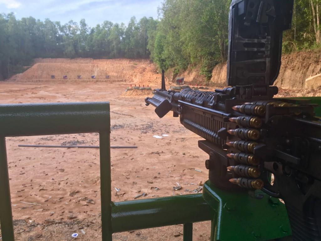 Стрельба из автоматического оружия М-60 в тире тоннели Кути (Cu Chi Tunnels)