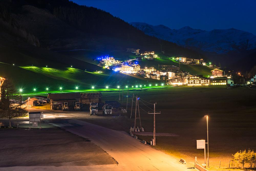 Поселок Хинтертукс ночью