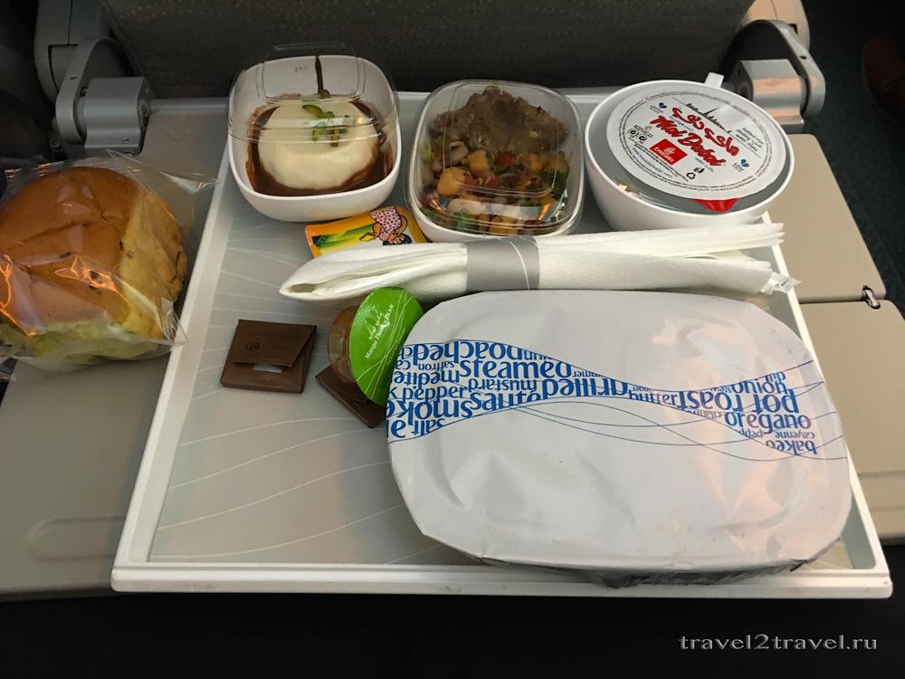 Питание на рейсе Дубай-Коломбо EK-654 авиакомпании Emirates.