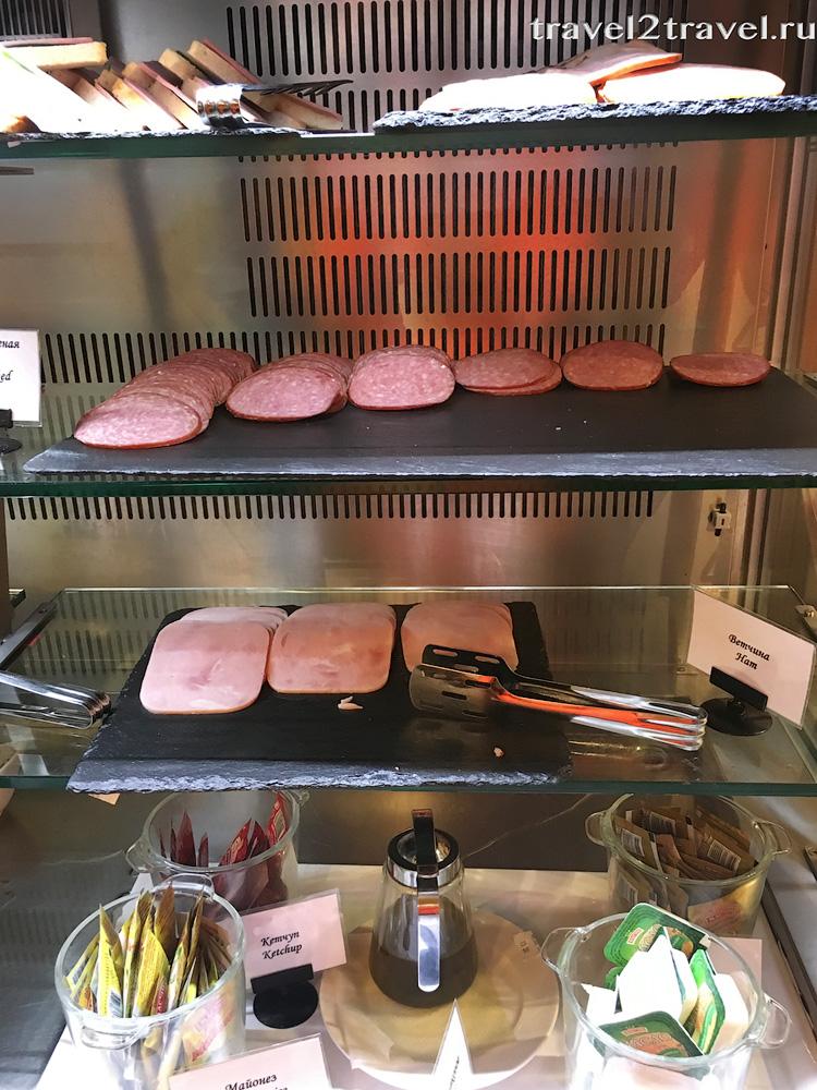 холодные закуски шведского стола в бизнес-зале Блюз (Blues)