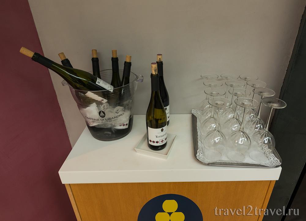 алкогольные напитки в бизнес-зале в Неаполе Priority Pass