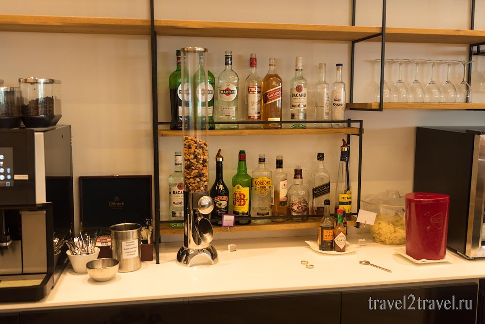 алкоголь, крепкие спиртные напитки в бизнес-зале в Ларнаке (Larnaca) Aspire Lounge, Кипр, лаунж, vip-зал, аэропорт